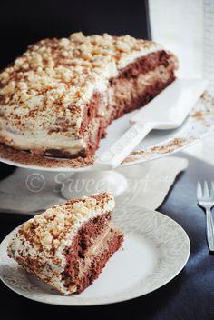 Sweet art: Ciasto rewelacja. Biszkopt kakaowy, mus czekoladowy, beza, wiśnie.