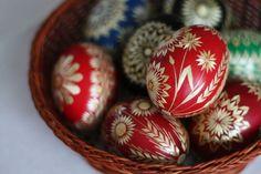 klikni pro další 24/29 Drops Patterns, Egg Decorating, Christmas Bulbs, Holiday Decor, Eggs, Easter Activities, Christmas Light Bulbs