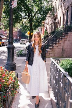 Mocinha que sabe ser bad girl no Chá da tarde 🍵 Gal Meets Glam Wearing Summer Dresses Into Fall - Iro jacket, Co dress, Chanel flats, Need Supply bag & Ray Ban sunglasses White Dress Outfit, Casual Dress Outfits, White Dress Summer, White Midi Dress, Casual Summer Dresses, Fall Dresses, Dress Up, Dress Black, Leather Jacket Dress