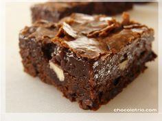 Double chocolate brownies by http://www.chocolatria.com/2009/08/brownie-duplo-de-chocolate-e-avelas.html