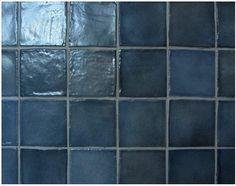 Ideas y consejos para pintar azulejos. Aprende a pintar adecuadamente los azulejos de tu baño o de tu cocina con este reportaje.