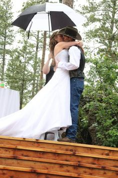 Amy and Dustin - the groom provided a stool for the bride to make her taller for the kiss- how sweet