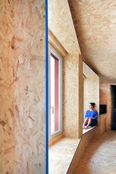 Architect Francesca Perani has transformed the porch of an Italian villa into a micro-apartment with plenty of hidden storage and an OSB engineered wood interior. Oriented Strand Board, Contemporary Architecture, Interior Architecture, Interior Design, Daybed With Storage, Multifunctional Furniture, Micro House, Italian Villa, 2020 Design