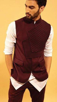 63 Ideas For Wedding Suits Men Indian Sherwani Source by dresses for men dresses indian men Mens Indian Wear, Mens Ethnic Wear, Indian Groom Wear, Indian Men Fashion, Indian Man, Mens Fashion Suits, Mens Suits, Mens Wedding Wear Indian, Wedding Dresses Men Indian