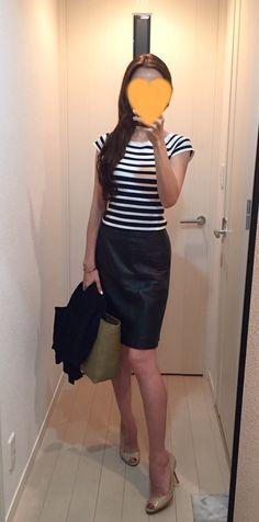 Tops: H&M, Leather skirt: MACINTOSH PHILOSOPHY, Bag: la kagu, Pumps: Jimmy Choo