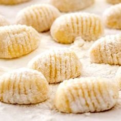 There's nothing like taking a bite of perfect, pillowy gnocchi. On the other hand, there's also the fear of tough, brick-like gnocchi that you've. Ricotta Gnocchi, Gnocchi Sauce, Potato Gnocchi Recipe, Baked Gnocchi, Sweet Potato Gnocchi, Gnocchi Dishes, Gnocchi Pasta, Gnocchi Sans Gluten, Sauce Camembert
