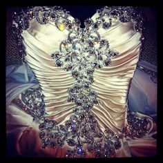 What's the occasion to wear somenthing like this? :)