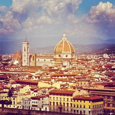 Firenze (Florence), Toscana. What's not to love about Florence? It has it all: open-air shopping, delicious food, saturated in history!
