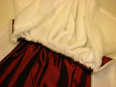 Cómo hacer, paso a paso, un disfraz de Rey Mago para un niño en solo unas horas.: Unimos la capa larga con la capita de pelo