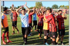 Brazos en alto del equipo, contundente 5-0 frente a Unión de Mar del Plata el día 29/03/2015