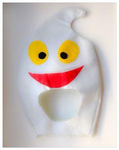 Happy ghost costume!  Disfraz de fantasma hecho con fieltro.