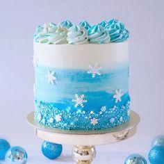 Photo shared by La Chu Chu Cakes on December 2018 tagging and Cl Birthday, Elsa Birthday Cake, Frozen Themed Birthday Cake, Frozen Theme Cake, Themed Cakes, Disney Frozen Cake, Birthday Ideas, Pastel Frozen, Snow Cake