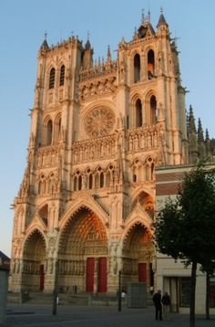 Picardie Roadmap for your travel in France, What to do in Picardy, the must-sees in Aisne, Oise, Somme. Amiens, Museum, Old Churches, Mosques, Place Of Worship, Kirchen, France Travel, Monuments, Temples
