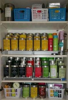 Collection de thé Tea Storage, Dog Food Storage, Kitchen Storage, Storage Ideas, Tea Organization, Organizing, Kitchen Rugs And Mats, Davids Tea, Quartz Kitchen Countertops