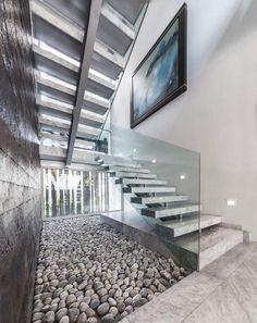 Escalier en béton sculptural au milieu de l\'espace | gîte ...