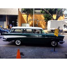 Chevy Bel Air SW, en la Av. Casanova