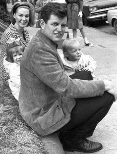 Kennedy Wife, Los Kennedy, Robert Kennedy, Jackie Kennedy, Kennedy Compound, Joan Bennett, Jfk Jr, Wife And Kids, Types Of People