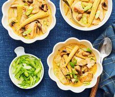 Panang gai är en barnvänlig, underbart god thailändsk gryta med mör kycklingfilé, små champinjoner och minimajs som får puttra i krämig kokosmjölk. Detta är en rätt som är busenkel att tillaga samtidigt som den mättar och smakar ljuvligt. Servera med nykokt ris och njut!