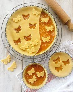 🐝🐝 Butterfly pies by wonderwomanmitica . Creative Pie Crust, Beautiful Pie Crusts, Pie Crust Designs, Pie Decoration, Pies Art, Gateaux Cake, Homemade Pie, No Bake Pies, Pie Cake