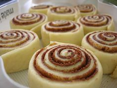 Recept: Cinnabon-kaneelrollen - Amerika Only Gluten Free Sweets, Gluten Free Baking, Dairy Free Recipes, French Dessert Recipes, French Recipes, Gluten Free Cinnamon Rolls, Dessert Party, Cinnabon, Sem Lactose