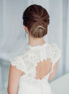 Классическая свадебная прическа на длинные волосы