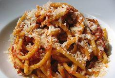 Campo de' Fiori Market | A typical Pasta from Rome, bucatini alla matriciana. Tomato sauce, bacon and pecorino. Italy http://www.campodefiorimarket.com/