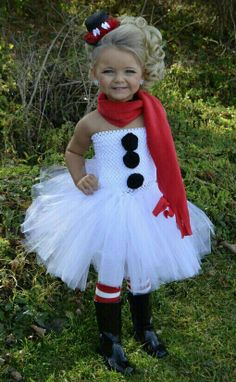 This snowman tutu & outfit is adorable, BUT this child wearing makeup... Not Cute!