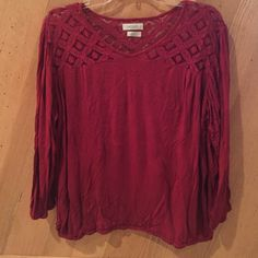 Van Heusen Top This is a like new Van Heusen top size XL. It has only been worn a few times. It is soft, lightweight, and comfy. Please let me know if you have any questions 😊 LOWEST PRICE Van Heusen Tops Tees - Long Sleeve