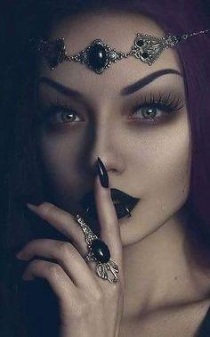Gothic and Amazing /// Model, Photo, Mua Darya Goncharova Circlet & Ring Mystic Thread Dark Halloween Makeup, Mode Halloween, Halloween Fashion, Scary Halloween, Gothic Halloween Costumes, Halloween Stuff, Vintage Halloween, Dark Fantasy, Fantasy Witch