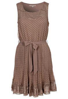 ...schönes Kleid:)