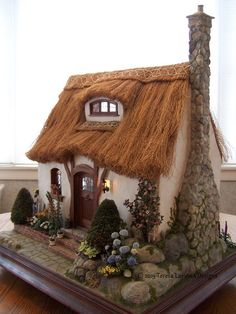 thatched cottage dollhouse - summer is time to harvest grasses.English cottage dollhouse by Teresa LaymanThis was the first miniature house I built after being inspired by the work of Rik Pierce . The design is mostly his, but I had to figure out how to a Clay Houses, Miniature Houses, Miniature Dolls, Petits Cottages, Fairy Garden Houses, Fairy Gardens, Fairies Garden, Garden Cottage, Gnome House