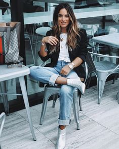 30 Stunning Office Outfits You'll Need This Season - outfit of the day / blazer + top + boyfriend jeans + silver ankle boots Source by everchild - Blazer Outfits Casual, Blazer Outfits For Women, Outfit Jeans, Boyfriend Jeans Outfit Casual, Casual Blazer Women, Boyfriend Blazer, Women's Jeans, Business Outfit, Business Casual Outfits
