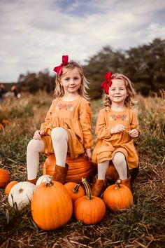 I had so much fun documenting the love and joy of these two cuties at the pumpkin patch. Baughers Farm and Orchard was the perfect backdrop for these fall photos! Pumpkin Patch Kids, Pumpkin Patch Pictures, Pumpkin Patch Outfit, Pumpkin Photos, Fall Pictures Kids, Fall Family Photos, Autumn Photos, Family Holiday, Holiday Ideas
