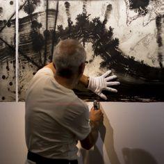 Montaje de exposición  La Tregua de Ángel Haro en #ArteTabacalera  Foto Isabel del Moral http://www.mcu.es/promoArte/Novedades/AngelHaro_LaTregua.html