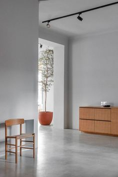 The Danish kitchen company Reform opens two new showrooms in Germany. They have just opened one i Berlin. Reform is known for their high quality kitchens i Scandinavian design. Danish Kitchen, Kitchen Fitters, Berlin, Interiors Magazine, Ikea Kitchen, Scandinavian Design, Studio, Architecture, Showroom