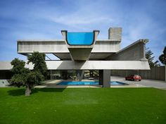 Ultra Contempory House with Cantilevered Infinity Pool