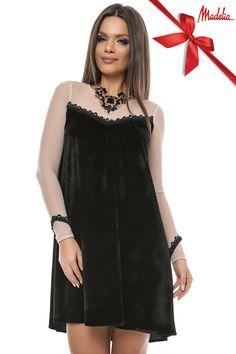 Rochie din catifea neagra Baby Doll cu maneci din tul bej,accesorizate cu broderie neagra ,prevazuta cu nasture la spate