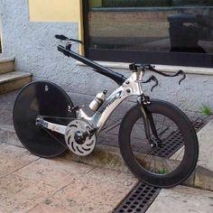 Design und Speed gehen eine wundervolle Partnerschaft bei diesem Speed-Rad ein...