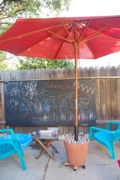 Love the chalkboard on the fence, just a sheet of ply board and chalkboard paint! Also love the rolling umbrella, mine are in stands and heavy to move!!