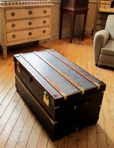 leather trunk coffee table is perhaps the most widely chosen one