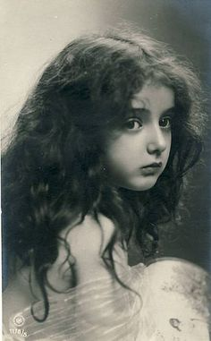 Black and White Vintage Photography: Take Photos Like A Pro With These Easy Tips – Black and White Photography Vintage Children Photos, Images Vintage, Photo Vintage, Vintage Girls, Vintage Pictures, Vintage Photographs, Old Pictures, Vintage Postcards, Old Photos