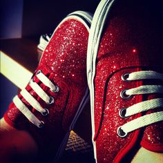 sparkly vans for prom because I can't wear heels Buy Shoes, Vans Shoes, Nike Sneakers, Red Sneakers, Glitter Vans, Crazy Shoes, Me Too Shoes, Audrey Hepburn, Shoes