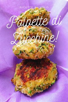 Polpette di zucchine al forno leggere The light baked zucchini meatballs are small pancakes made with grated zucchini, which are seasoned with egg and parmesan: a real treat and a different and appeti Baby Food Recipes, Meat Recipes, Vegetarian Recipes, Cooking Recipes, Healthy Recipes, Food Menu Design, I Love Food, Pasta Dishes, Food Inspiration