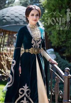 Marouha with veil Medieval Dress Pattern, Hijab Fashion, Fashion Dresses, Fantasy Gowns, Royal Clothing, Mode Hijab, Dance Outfits, Mode Inspiration, Couture Dresses