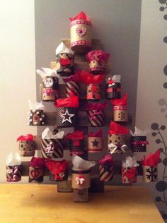 Decorate with cans for Christmas! 20 ideas + You .- Decorate with cans for Christmas! Christmas Decorations Sewing, Christmas Arts And Crafts, Festive Crafts, Christmas Food Gifts, Holiday Crafts For Kids, Christmas Home, Decor Crafts, Christmas Crafts, Holiday Decor