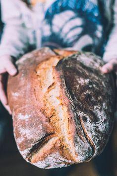 Brot selber backen - Südtiroler Bauernbrot suedtiroler brot rezept backen Source by Wine Recipes, Bread Recipes, Baking Recipes, Savoury Baking, Bread Baking, Pan Relleno, Our Daily Bread, Home Baking, Slow Food