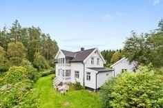 (1) FINN – Skatval. Særegent småbruk med Sveitservilla. Unik og idyllisk eiendom.Egen kårbolig. Tomt på 5556 kvm.