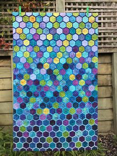 Modern Hexagons Quilt, quiltet with a spin.