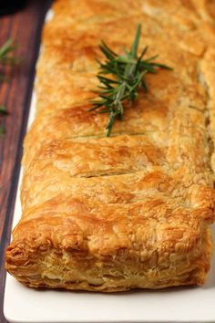 This vegan wellington is perfect for a special occasion. Creamy mushroom sauce wrapped in deliciously flaky puff pastry. Simple and gorgeous. Vegan Lunch Recipes, Heart Healthy Recipes, Delicious Vegan Recipes, Vegan Vegetarian, Vegan Meals, Vegan Food, Creamy Mushroom Sauce, Creamy Mushrooms, Stuffed Mushrooms