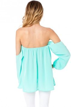 Off the shoulder blouses. Would love to have this. Totally show off all my tattoos! <3